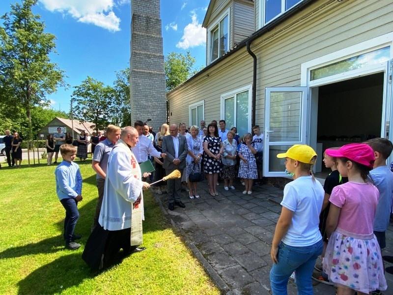 Pakruojyje atnaujinti parapijos namai