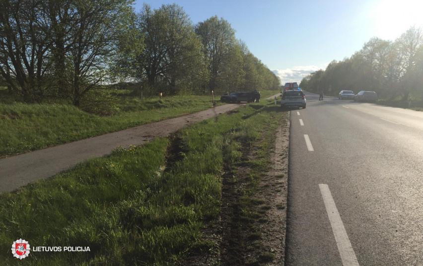 Tauragės rajone automobilis nuvažiavo nuo kelio