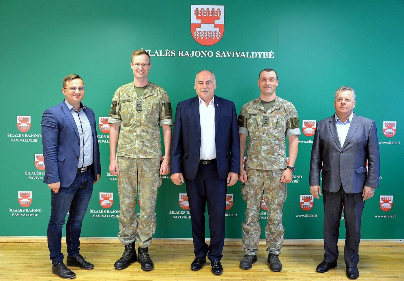 Šilalės savivaldybės vadovai susipažino su būsimu Pajūrio bataliono vadu