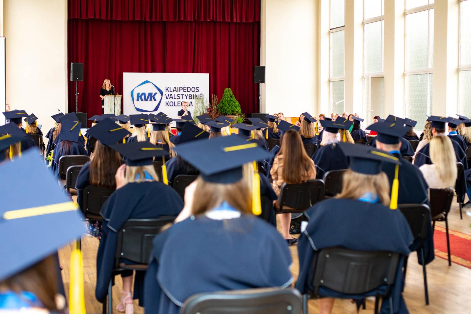 Klaipėdos valstybinės kolegijos absolventams – profesinio bakalauro diplomai