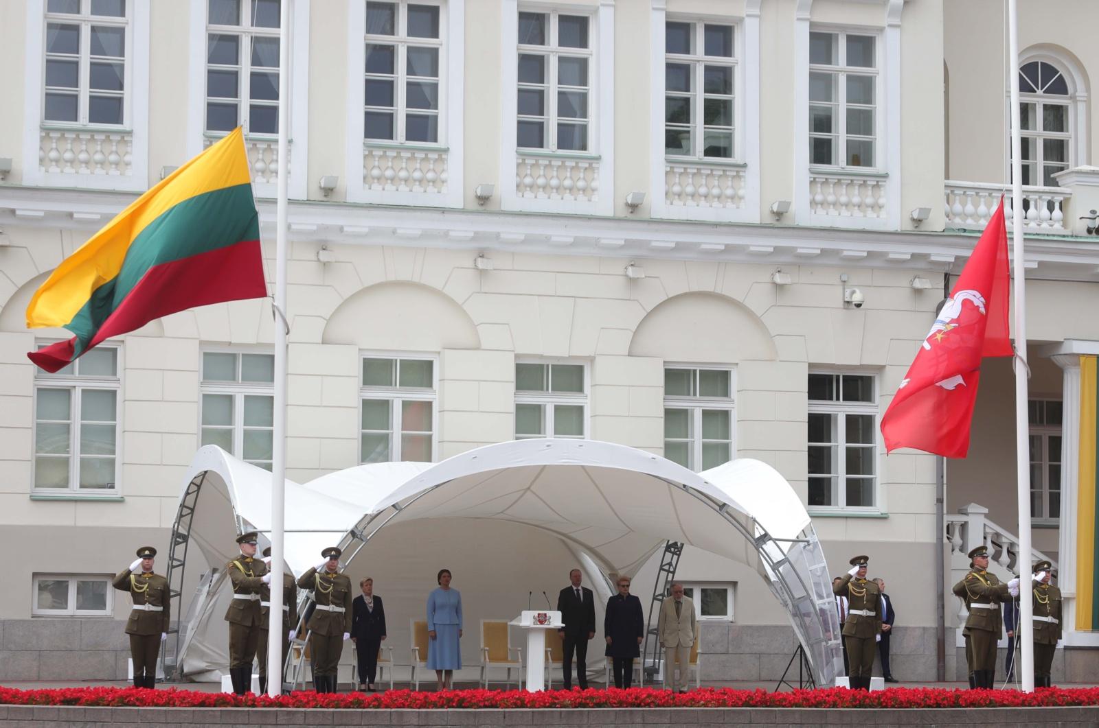 Mindaugo karūnavimo dieną Vilniuje suplazdėjo valstybės ir istorinė vėliavos