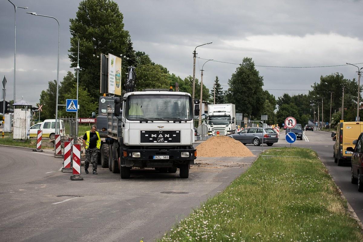 Dėl vandentiekio avarijos vienoje Panevėžio gatvėje ribojamas eismas