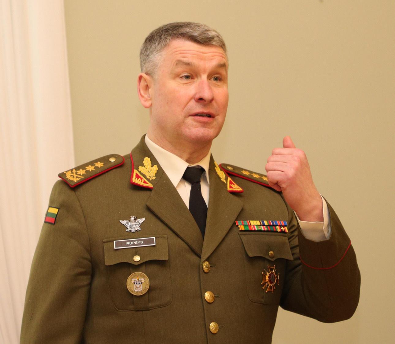 Kariuomenės vadas V. Rupšys išvyksta į ES karinio komiteto susitikimą Briuselyje