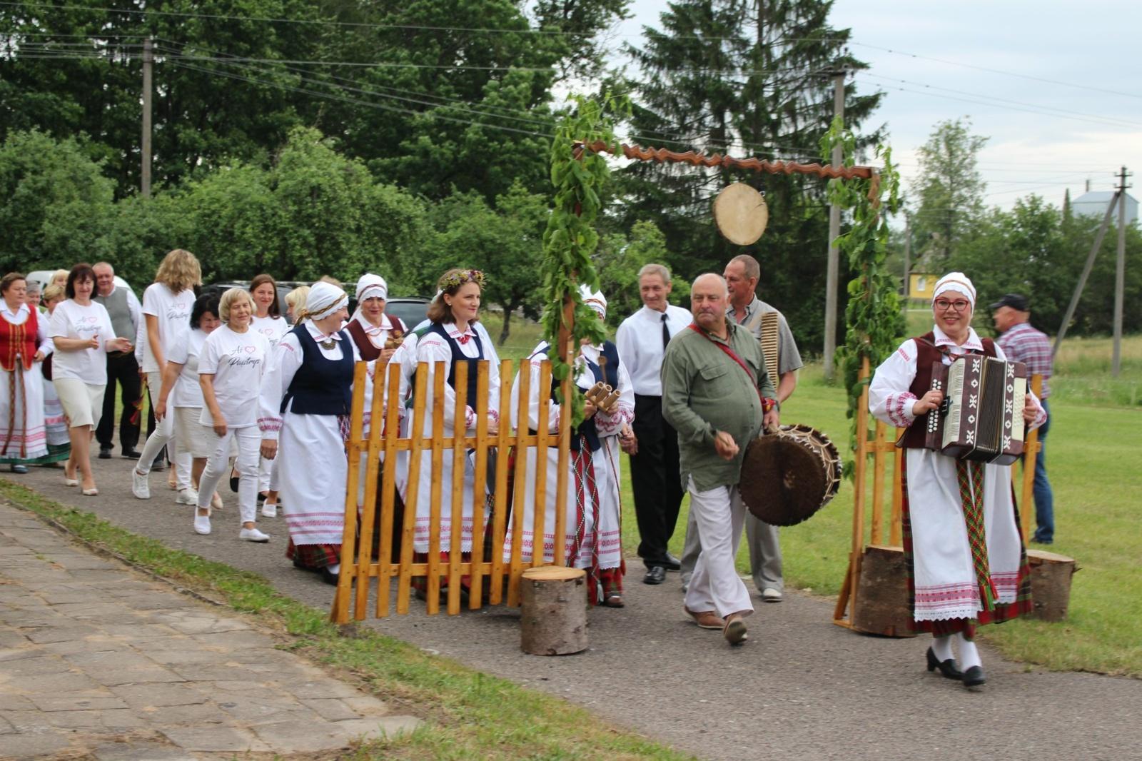 """Juodpėnuose įvyko tradicinė kaimo šventė """"Po liepa"""""""