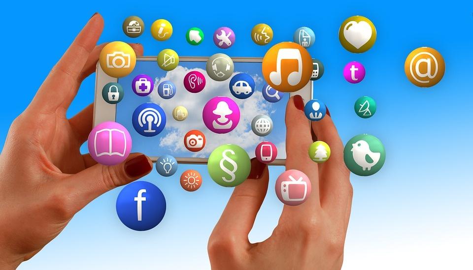 """Pasitraukti iš socialinių tinklų – nelengva: kaip ištrinti """"Facebook"""", """"TikTok"""" ir kitas paskyras"""