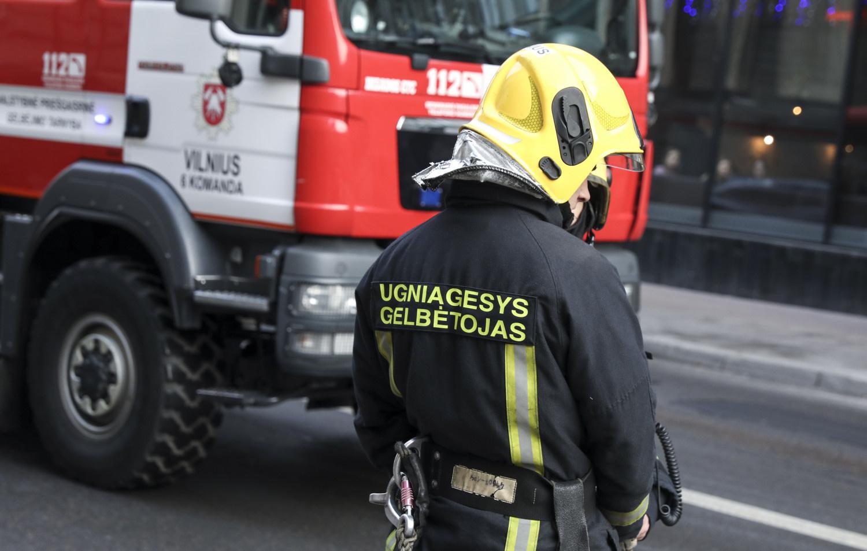 Avarija Vilkaviškio rajone: vaduojamas prispaustas žmogus (ATNAUJINTA)