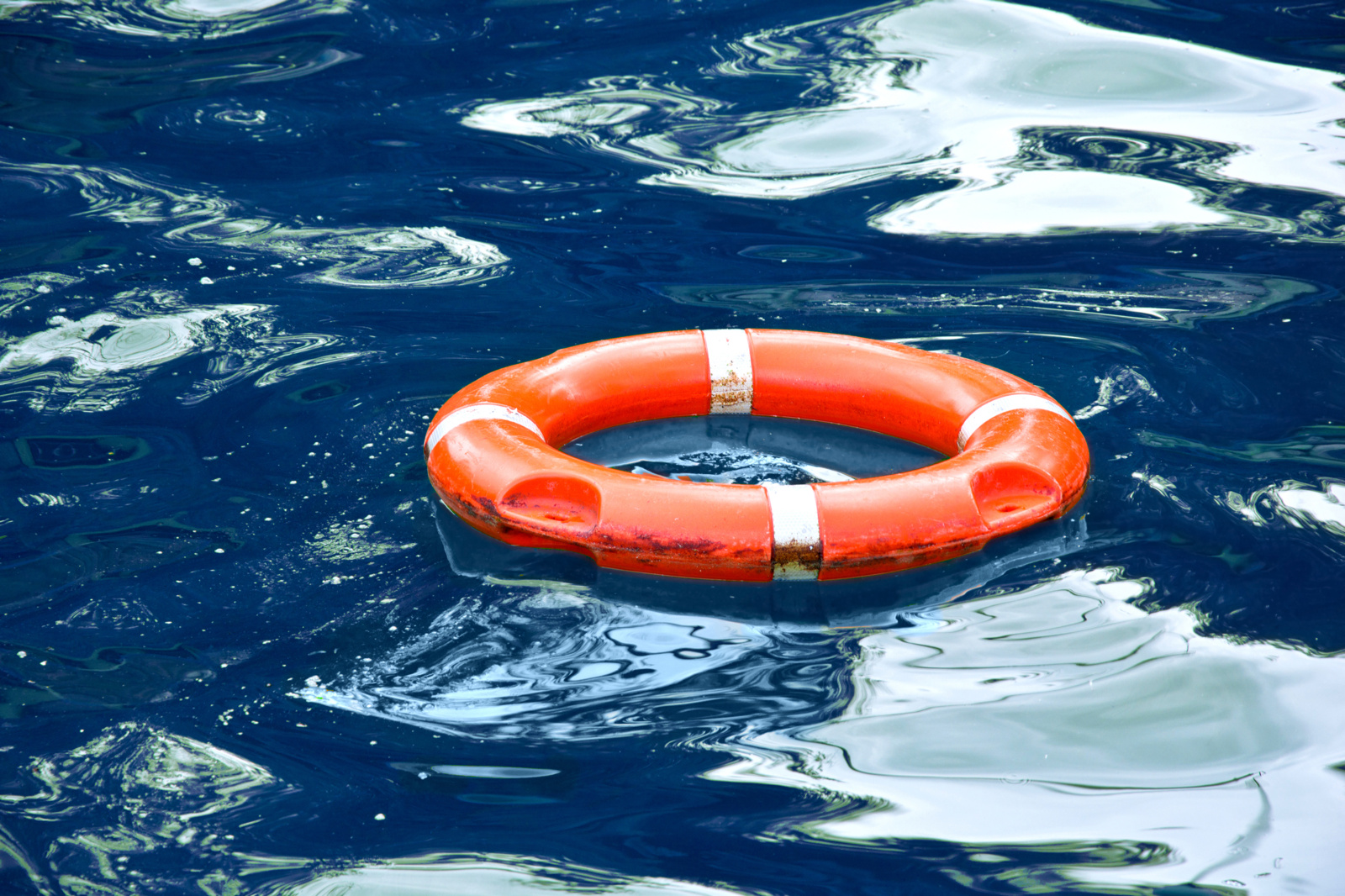 Platelių ežere įstrigo plaustu irstęsis vyras