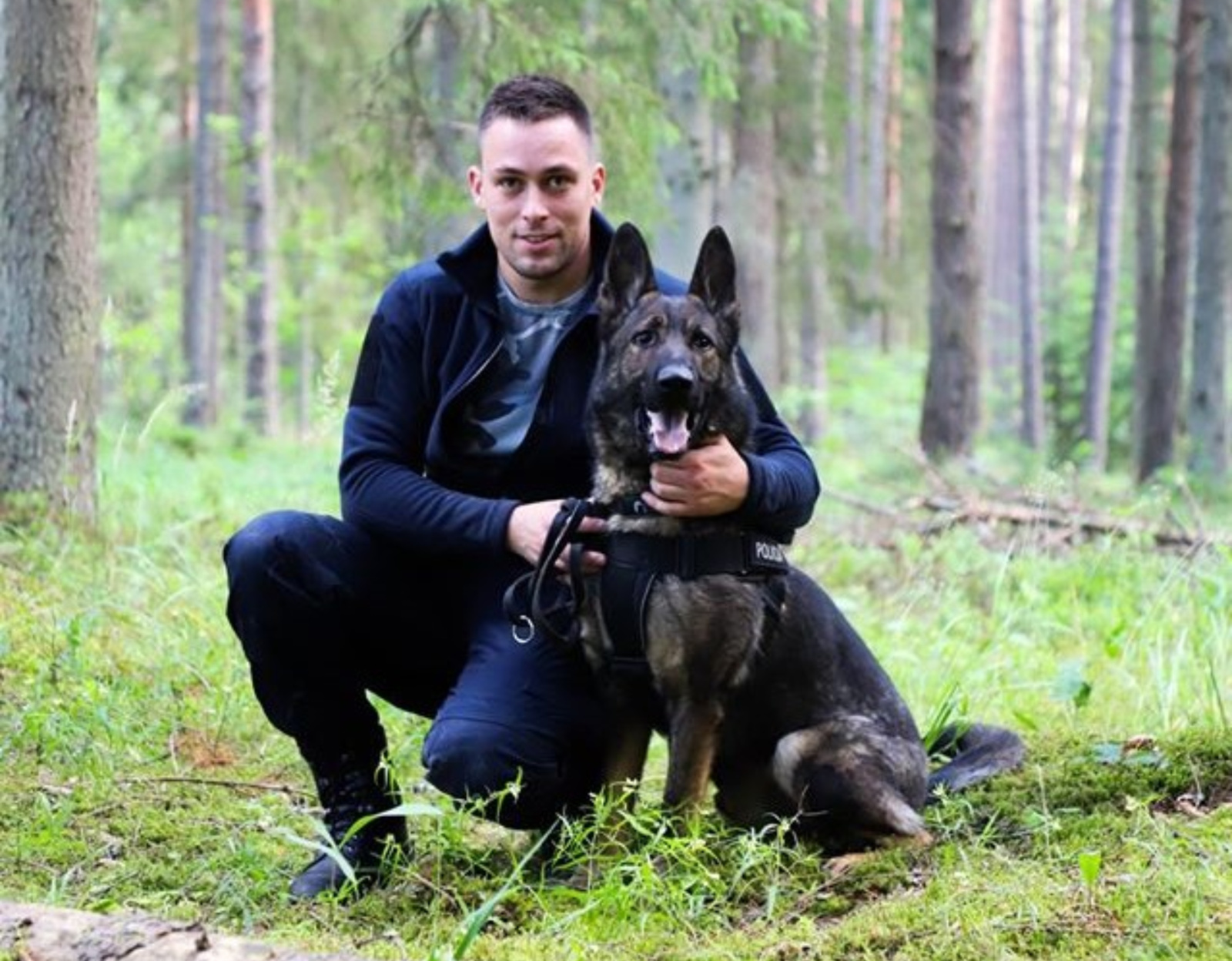 Policijos pareigūnai su tarnybiniu šunimi išgelbėjo miške paklydusią moterį