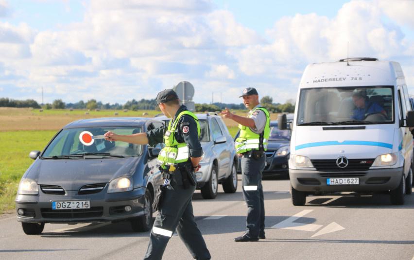 Policijos pareigūnai per savaitgalį išaiškino 17 neblaivių vairuotojų