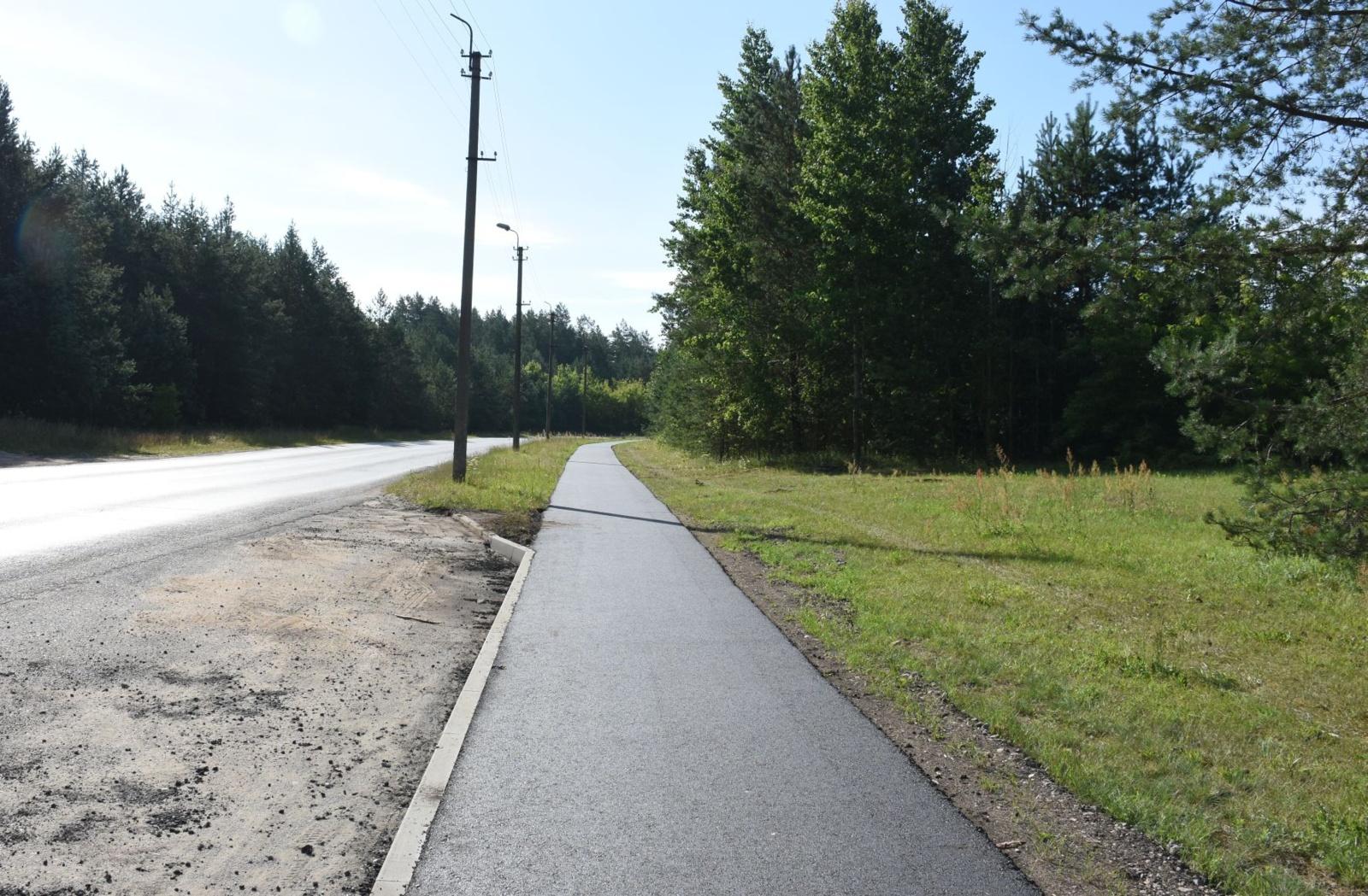 Atnaujinta Varėnos miesto Pramonės ir Savanorių gatvių dviračių ir pėsčiųjų tako asfalto danga