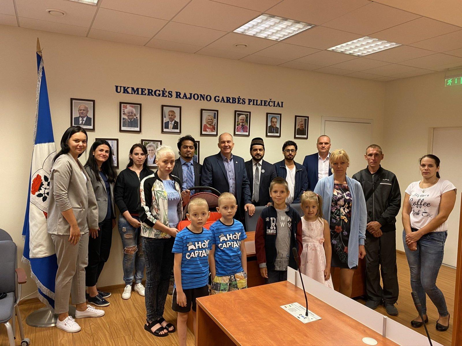 Musulmonų bendruomenės atstovai atvežė paramą ukmergiškių šeimoms