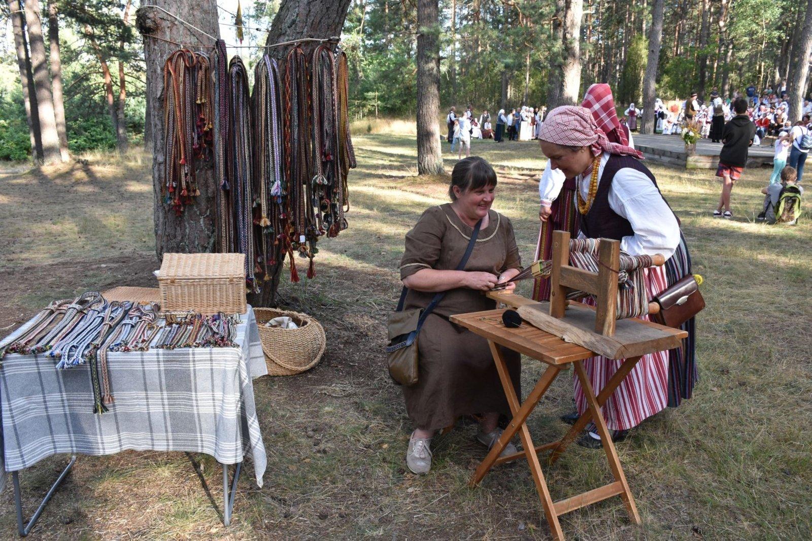 """Dzūkijos šilų kaimuose nuvilnijo respublikinis folkloro festivalis """"Subatėlės vakarėly…"""""""