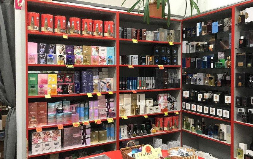 Iš prekybos išimta šimtai buteliukų kvepalų