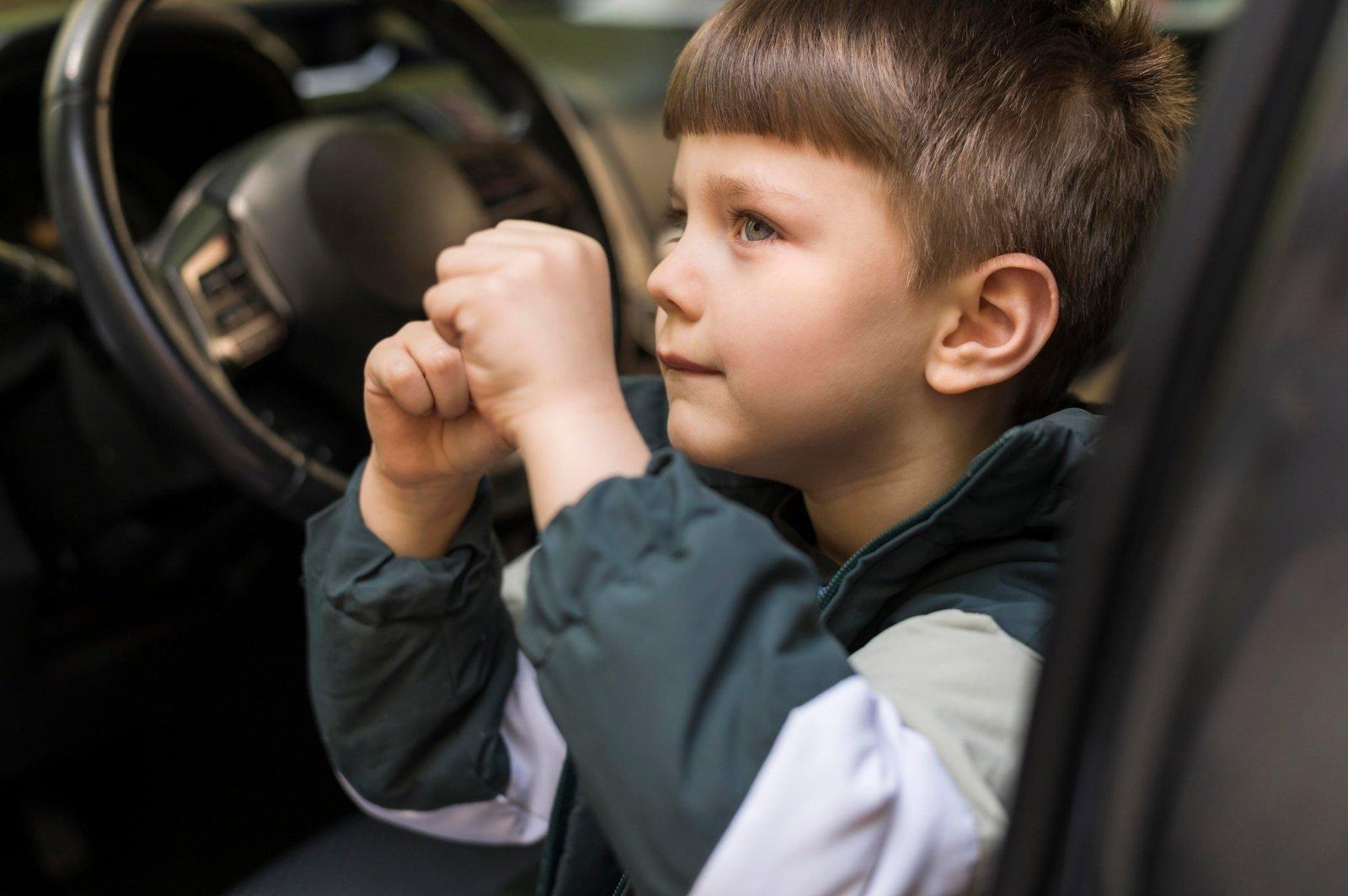 Automobilyje paliktam vaikui vasaros karščiai gali būti mirtinai pavojingi