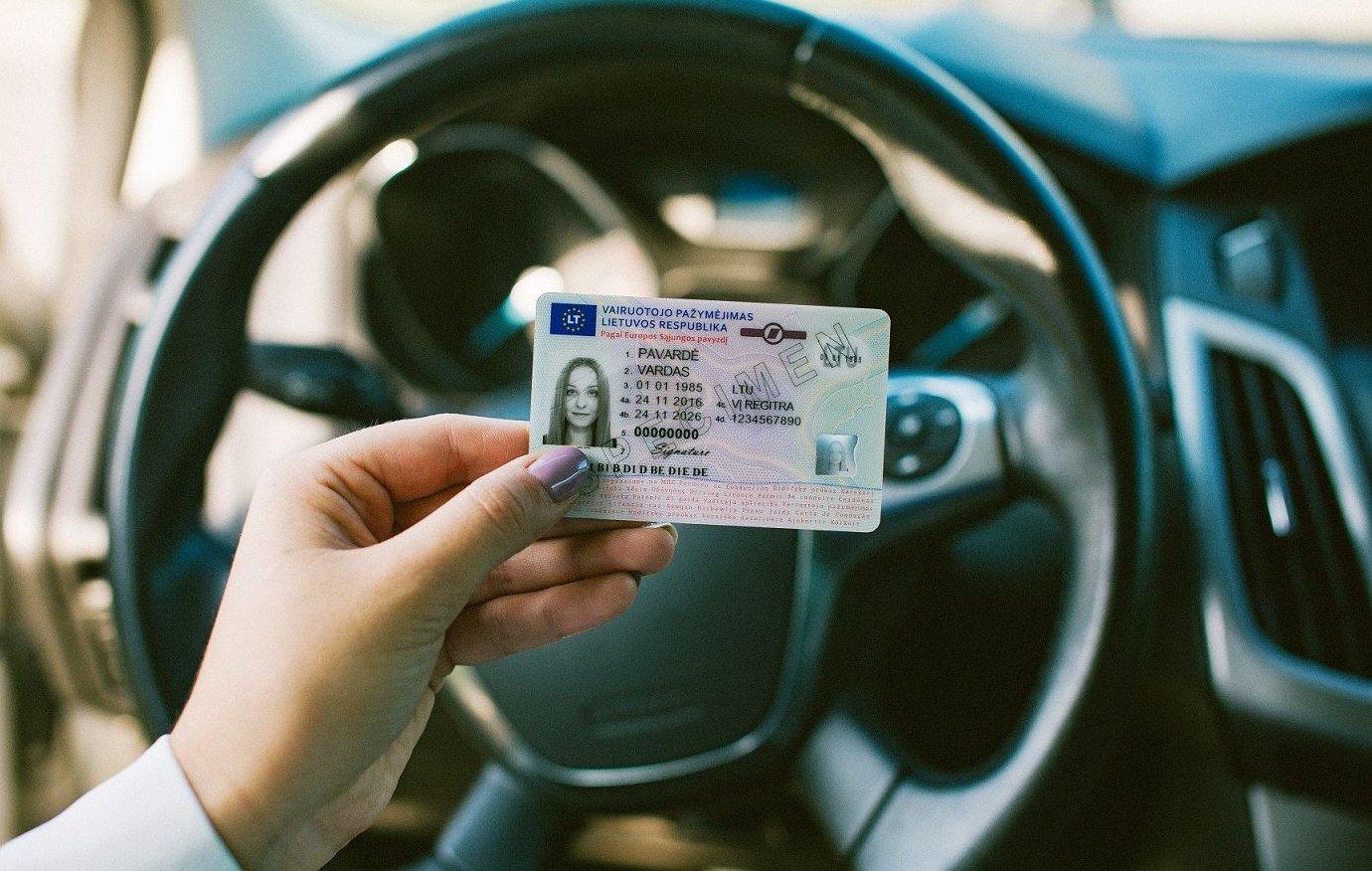 Praėjusi para Klaipėdos apskrityje: subraižytas automobilis ir suklastotas vairuotojo pažymėjimas