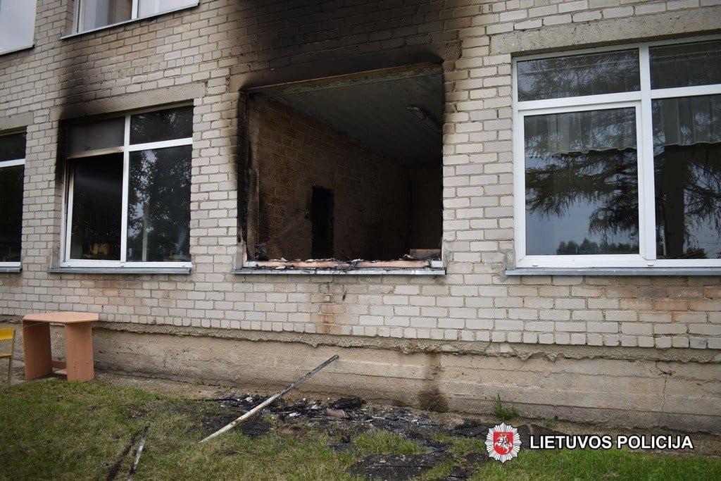 Policija išsiaiškino, kas sukėlė gaisrą Lumpėnų kaimo mokyklos pastate