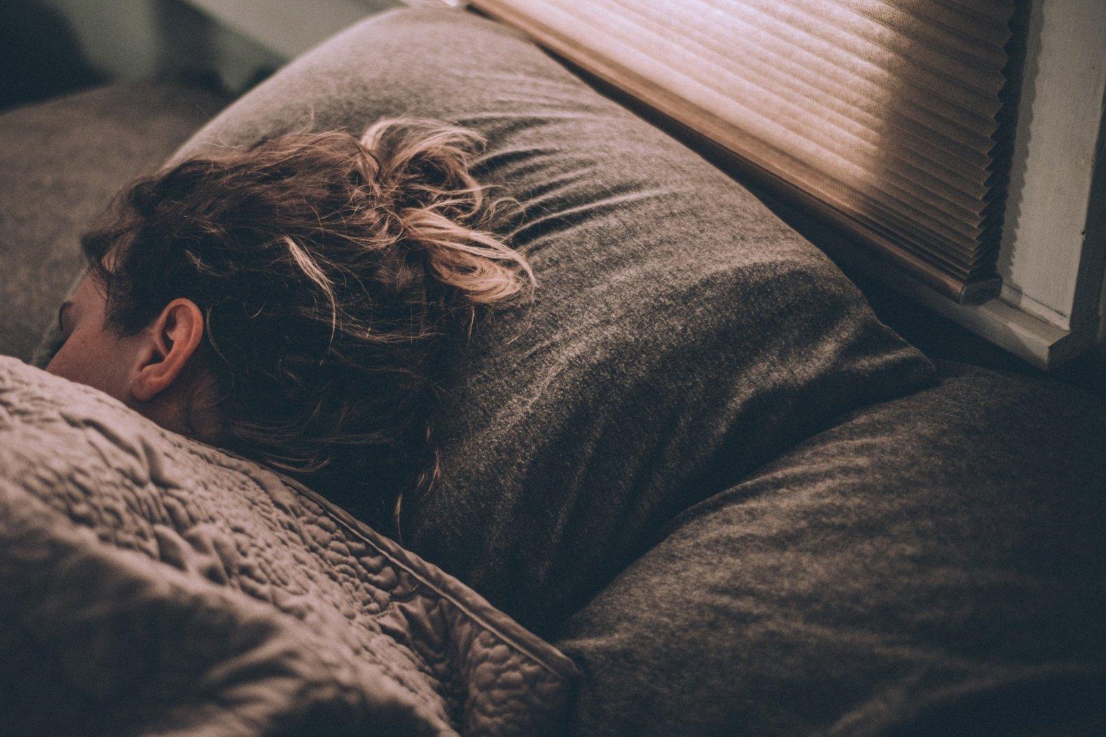 Nesugebantiems pailsėti per atostogas: kaip jų metu išsimiegoti ir atsipalaiduoti?