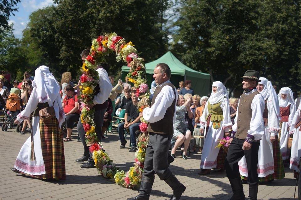 Prieš miesto šventę – Zarasų kultūros centro prašymas: padovanokite puokštelę gėlių