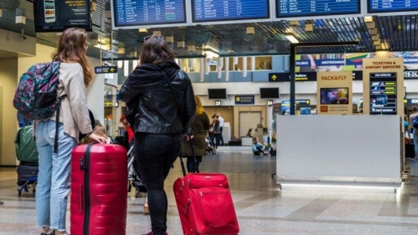 Siūloma oro uostuose keleivius testuoti dėl COVID-19