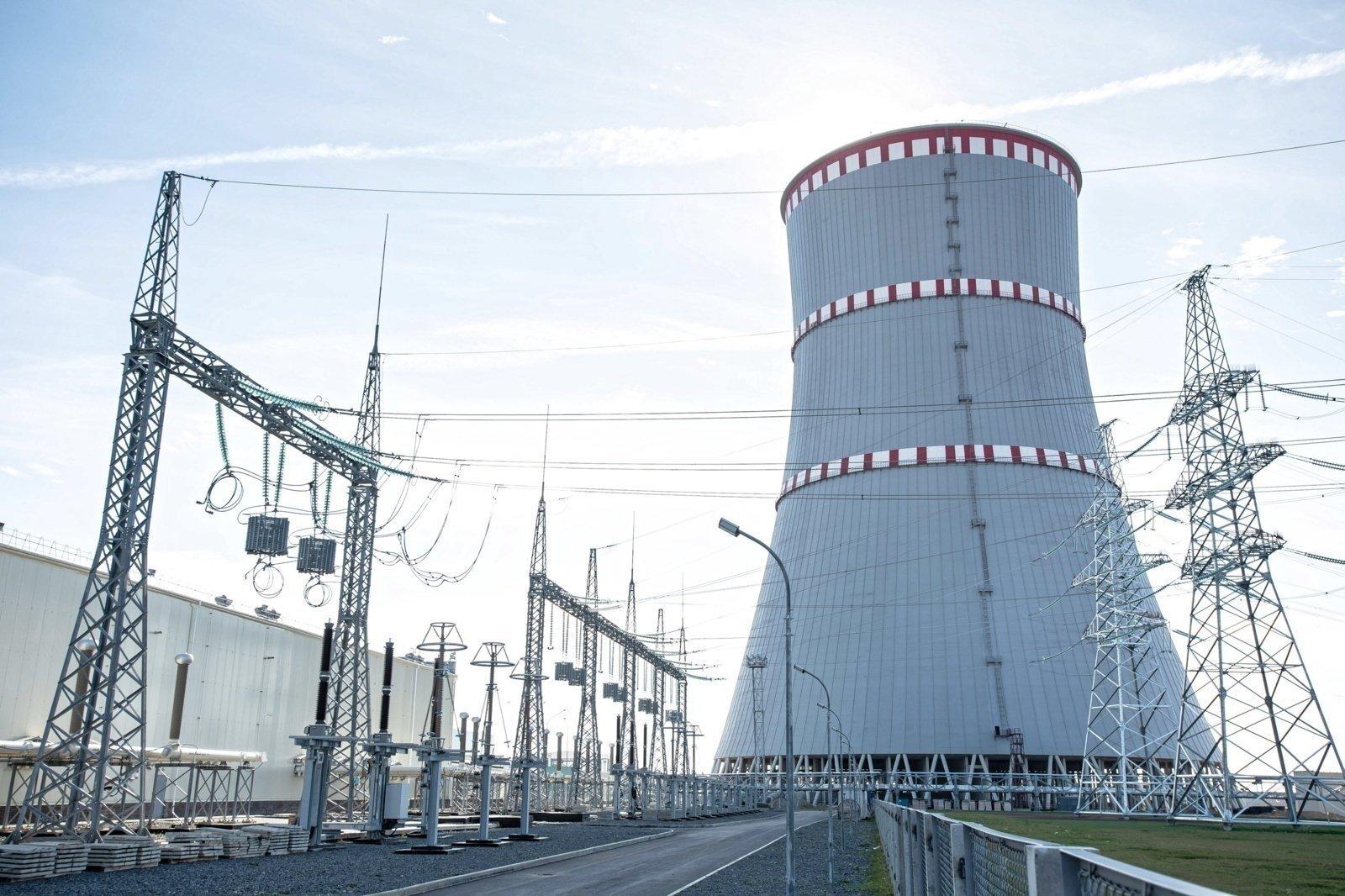 Į Baltarusijos AE pirmojo bloko reaktorių pradedamas krauti branduolinis kuras