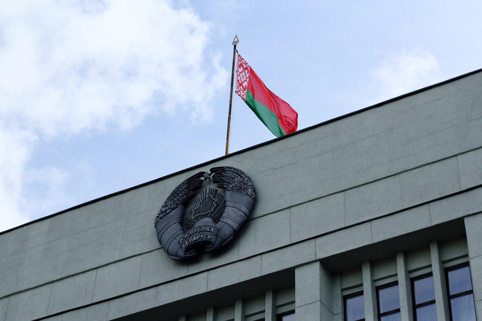 Vilniuje balsuoti nespėję baltarusiai prie ambasados surengė protesto akciją