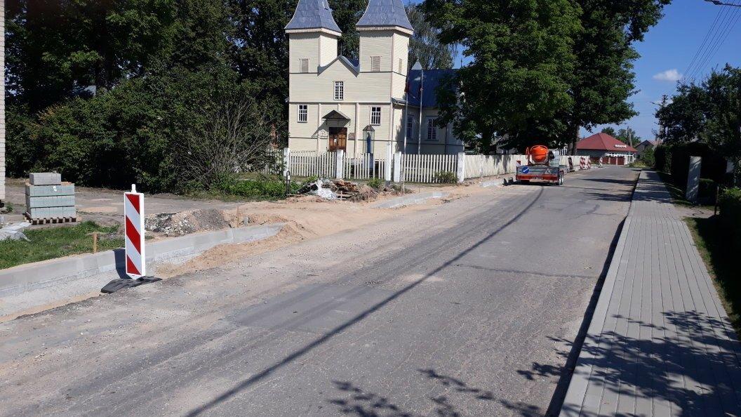 Lazdijų rajone ir toliau vyksta gatvių remonto darbai