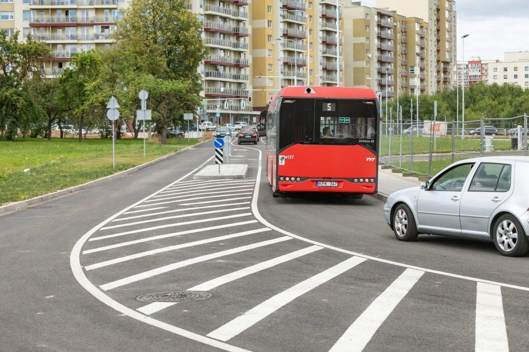 Sostinės Pavilnionių – Perkūnkiemio gatvių sankryžoje saugesnis eismo organizavimas
