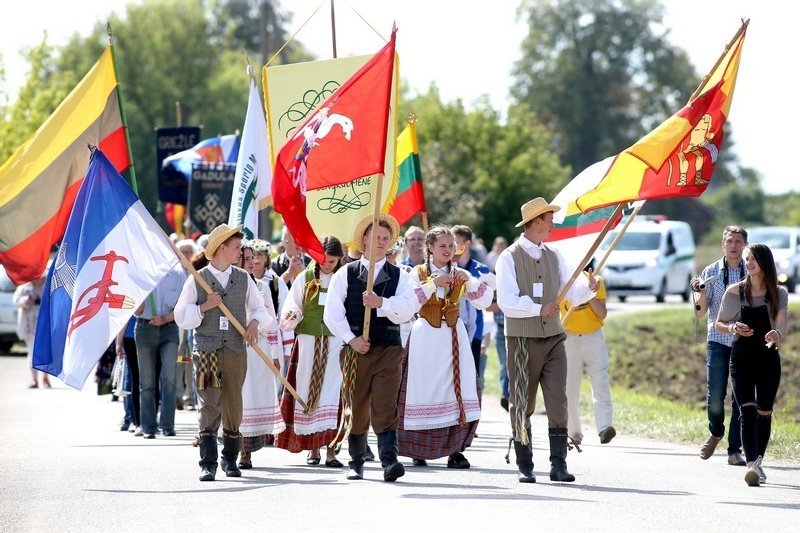 """Panevėžio rajone – tradicinės """"Baltijos kelio"""" bėgikų sutiktuvės"""