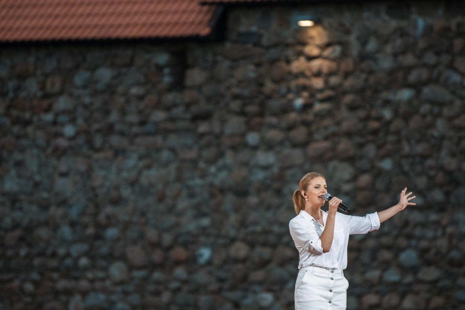 """Ieva Narkutė pristato dainą, skirtą Baltarusijai ir """"Laisvės keliui"""" (vaizdo klipas)"""