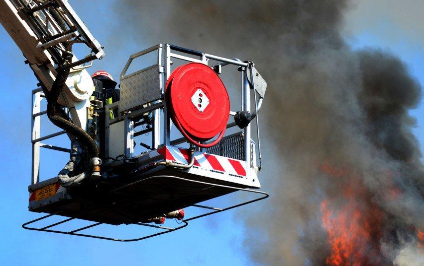 Gaisras Visagine: 6 aukšte dega balkonas