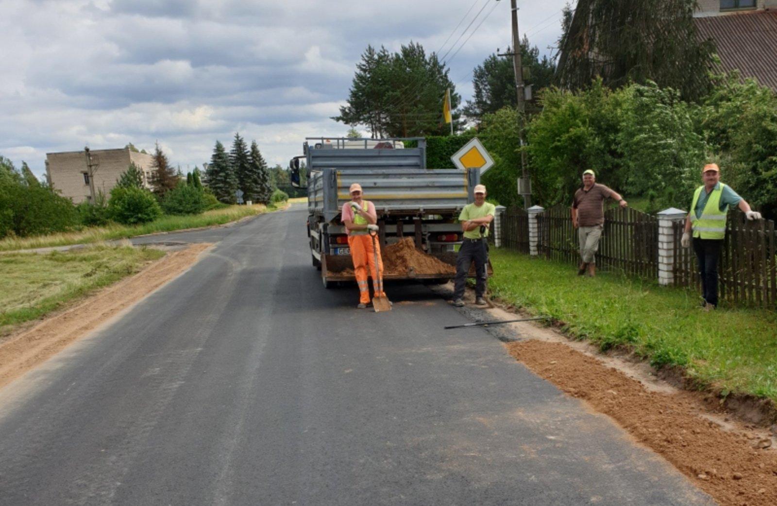 Zarasų rajone atliekami kelių remonto darbai
