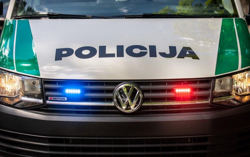 Smalininkuose sustabdytas automobilis su galimai narkotine medžiaga