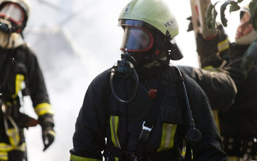 Vilniuje, bendrabučio virtuvėje kilo gaisras, nukentėjo 2 moterys