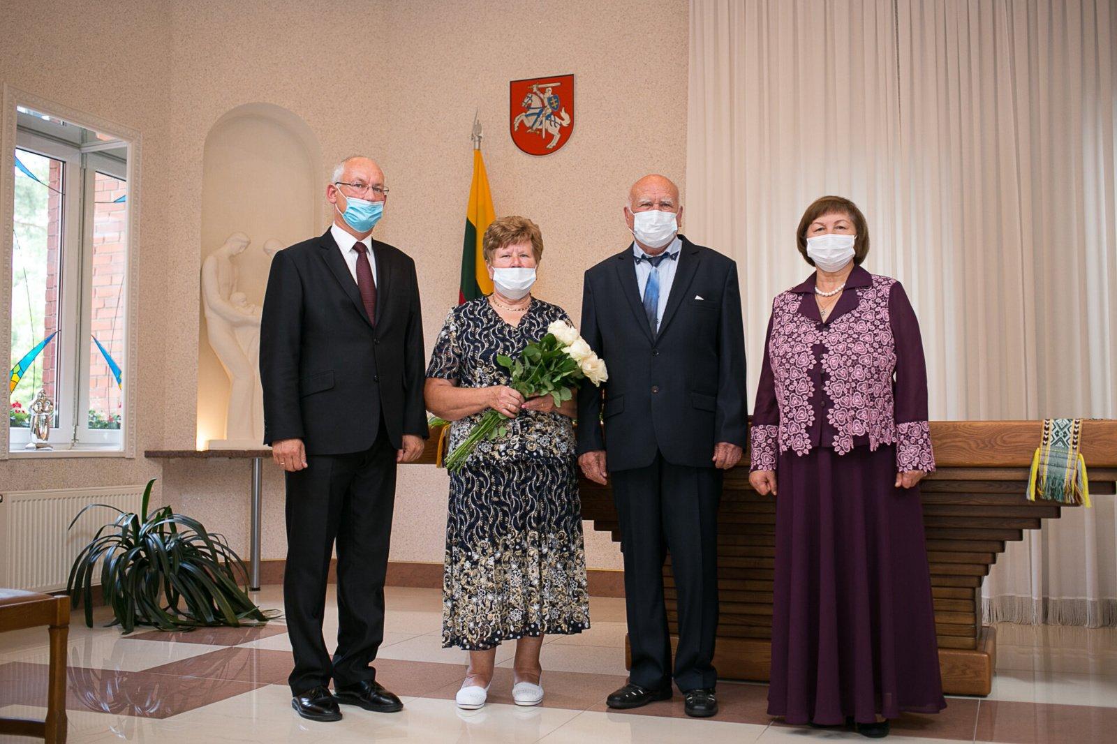Sveikinimai auksinių vestuvių proga
