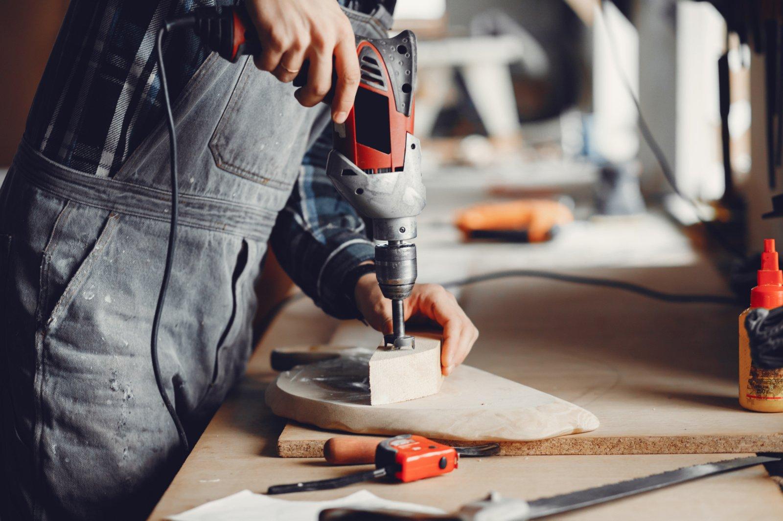 Darbuotojų ieškančios įmonės vis dažniau įdarbina žmones su negalia