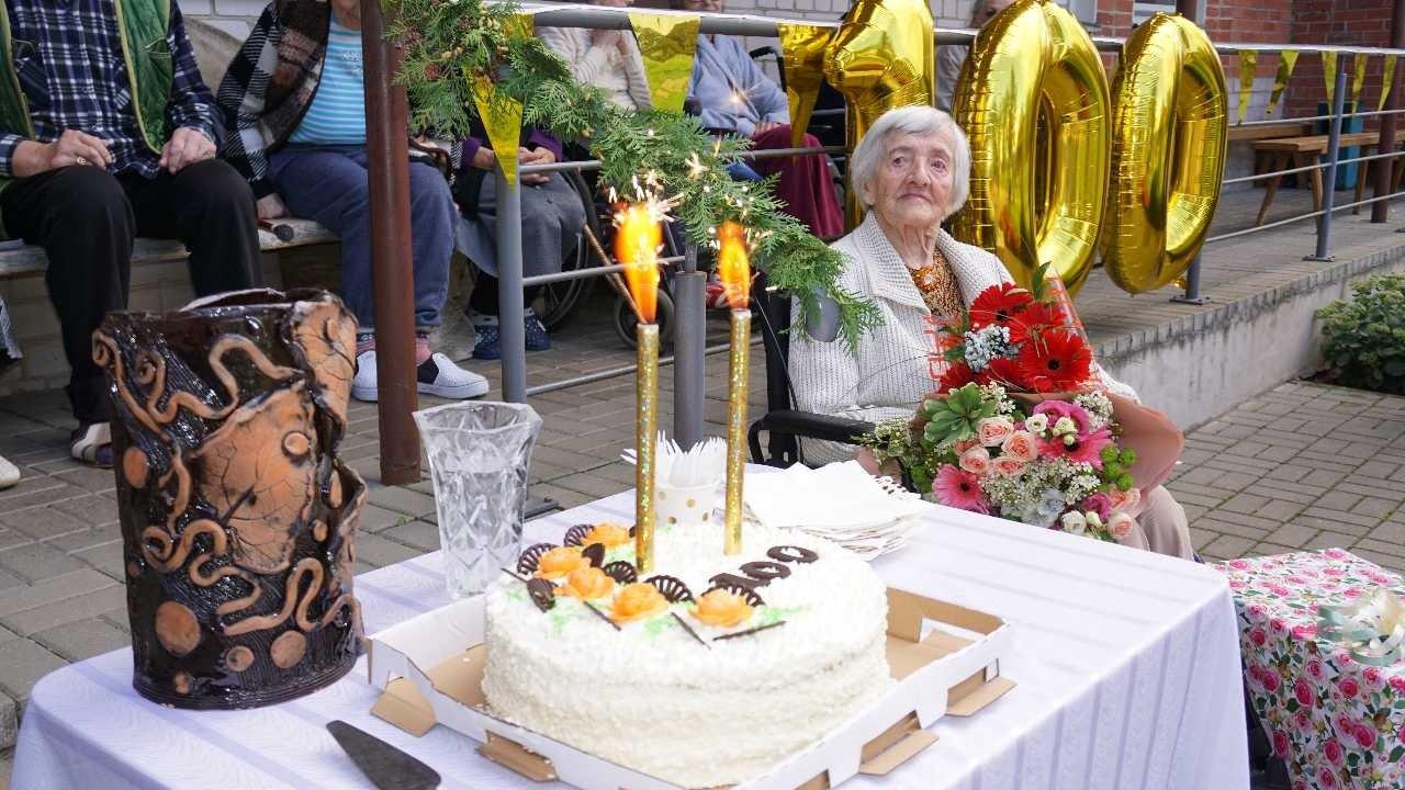 Šimtametei palinkėta ilgiausių metų