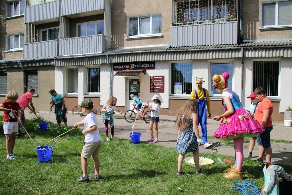 Bibliotekose – vaikų vasaros kūrybos ir poilsio erdvė