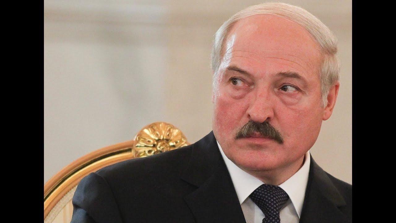 """A. Lukašenka pripažįsta """"truputį užsisėdėjęs"""" prezidento poste"""