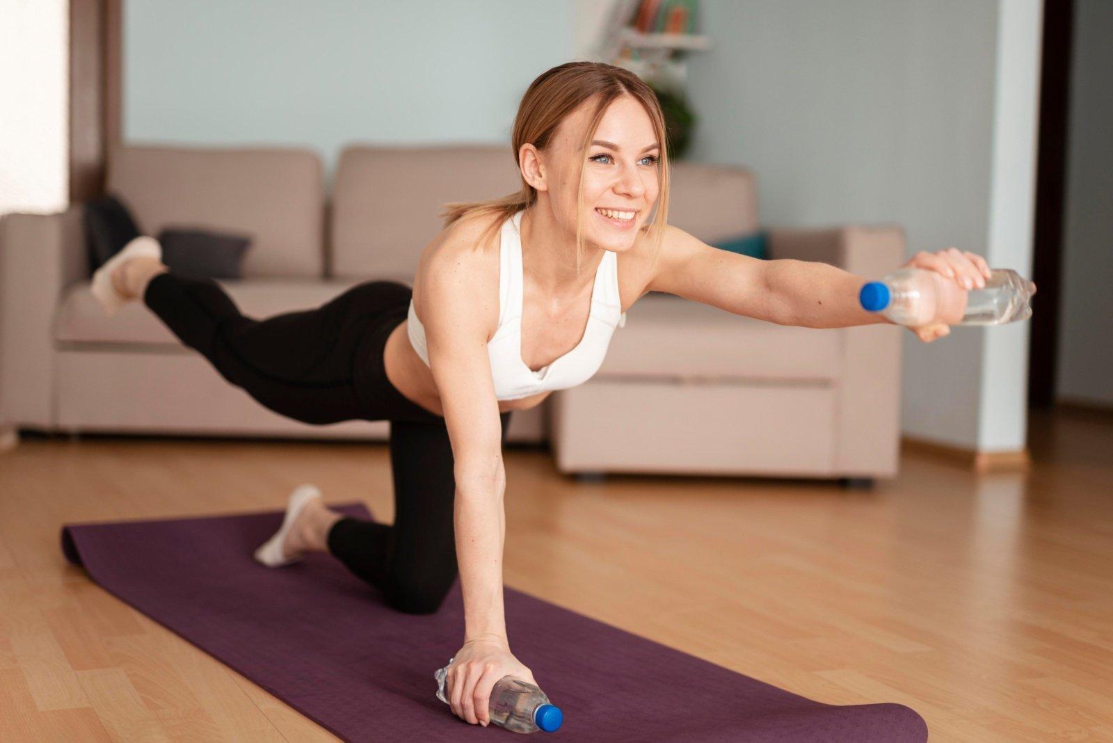 Pratimai, kuriuos galima atlikti namuose, bet efektas bus kaip sporto salėje