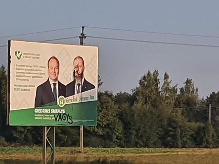 Šakių rajone sugadintas LVŽS plakatas su G. Surplio ir S. Skvernelio portretais