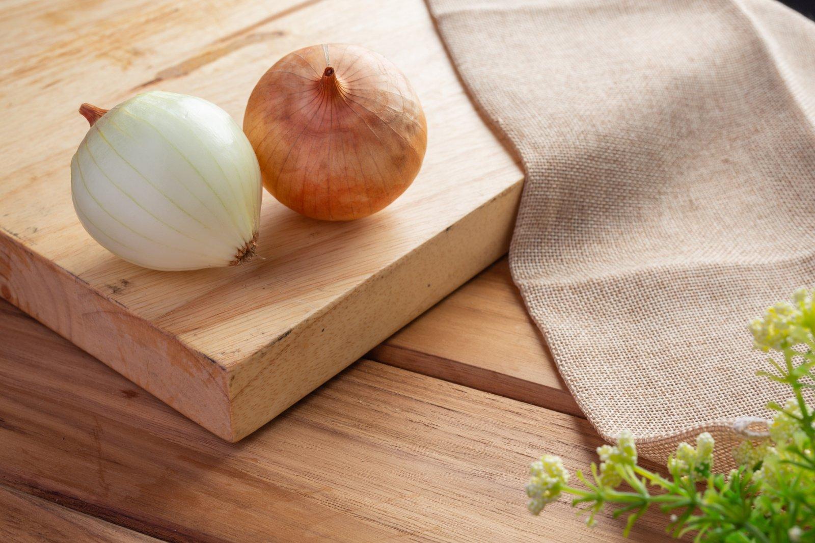 Turite namuose svogūnų ir sūrio? Paruoškite šį skanų užkandį! (vaizdo įrašas)