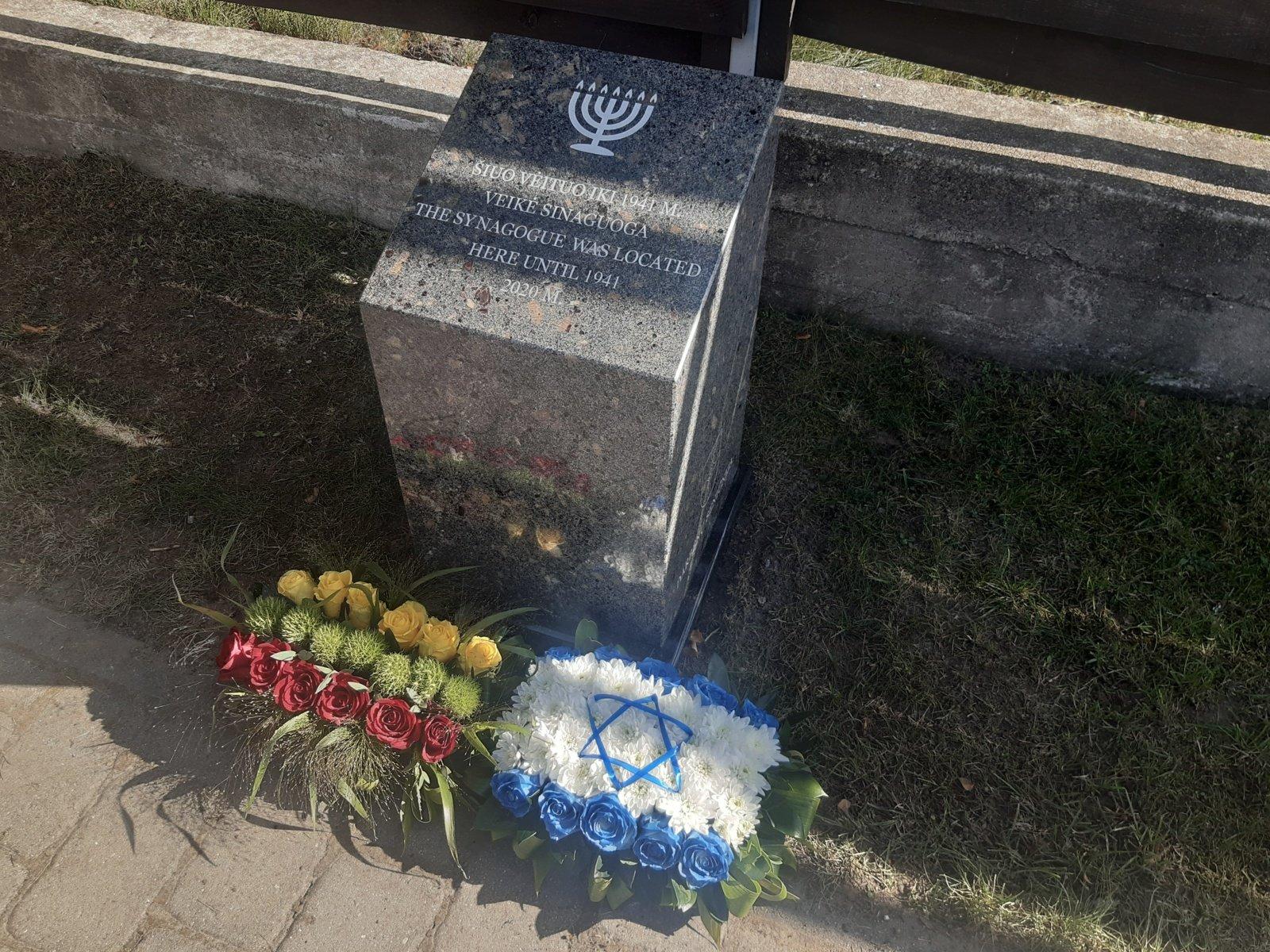 Darbėnuose įamžintas genocido aukų atminimas