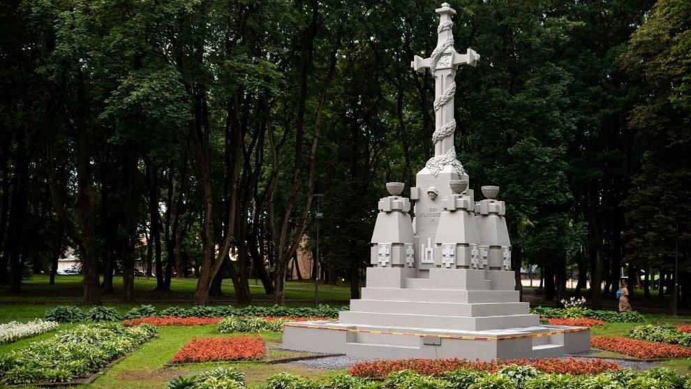 Pagarba istorinei atminčiai: Ramybės parke atnaujintas monumentas