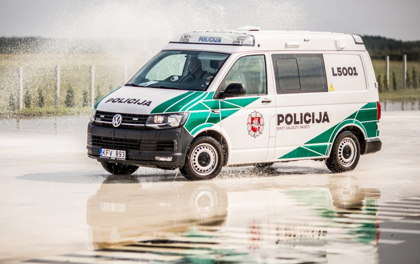 Vykdomas nebenaudojamų policijos automobilių aukcionas