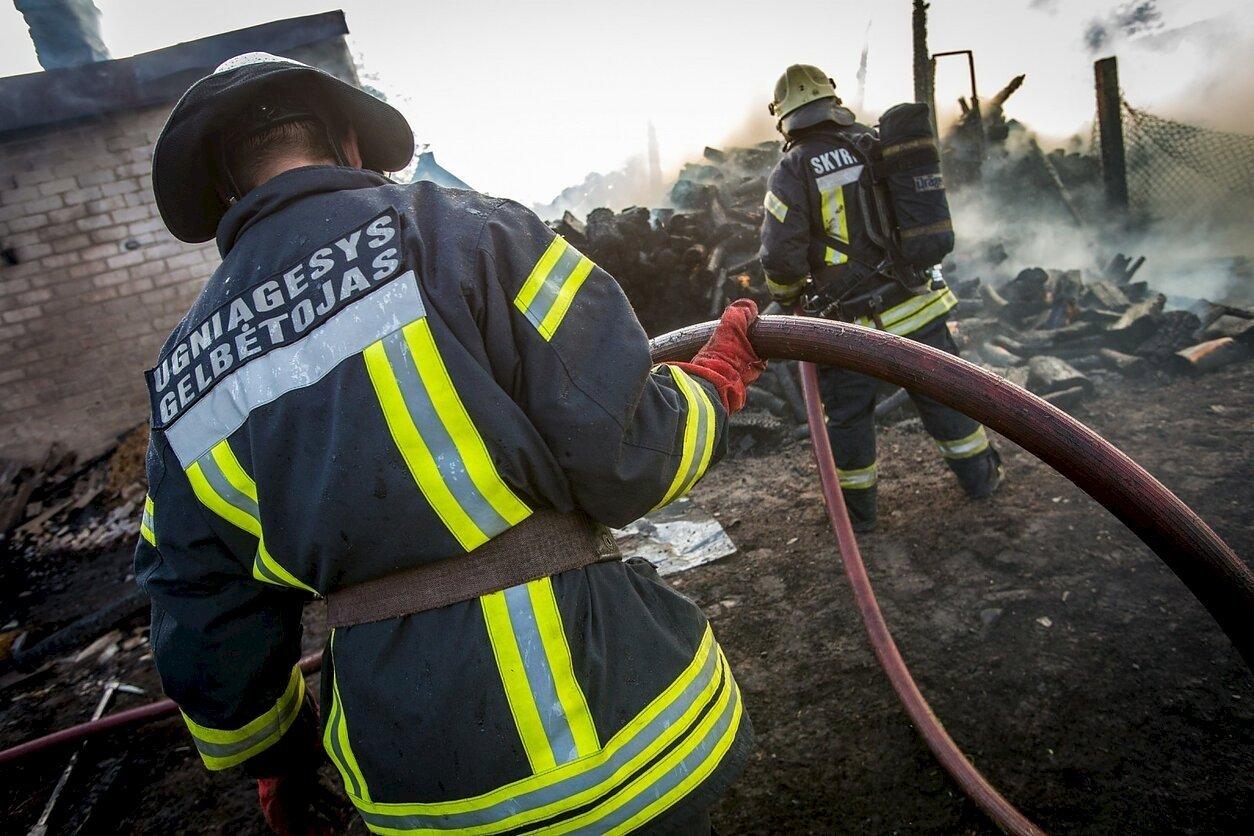 Valstybės biudžete vis nerandama lėšų savivaldybių ugniagesių viršvalandžiams apmokėti