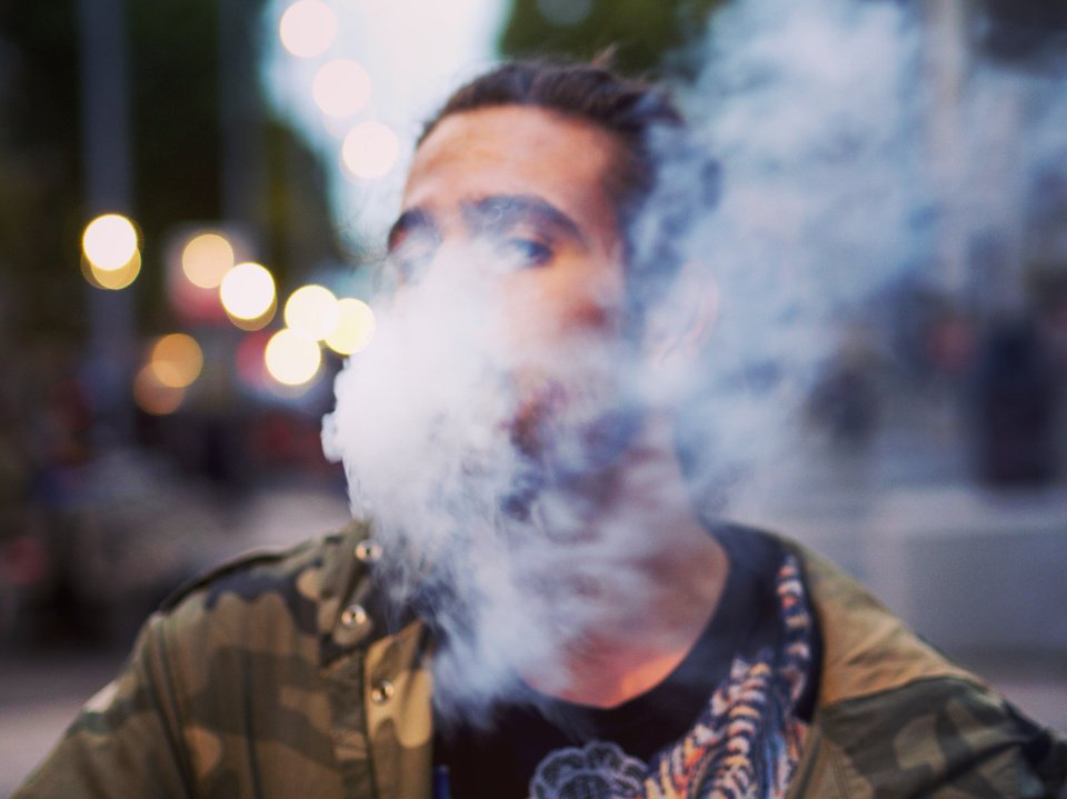Siūloma riboti elektroninių cigarečių pildyklių be nikotino prekybą