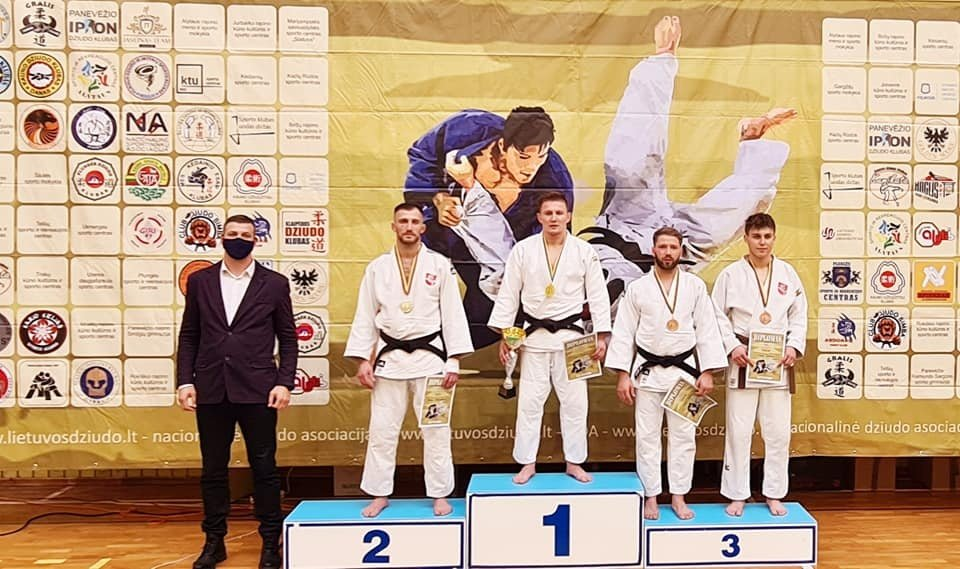 Paralimpiečiui Osvaldui Bareikiui – auksas ir bronza sveikųjų varžybose