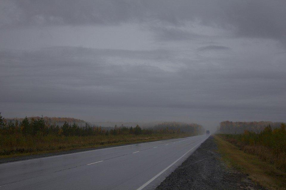 Kelininkai įspėja vairuotojus: Rytų ir Šiaurės vakarų Lietuvoje tvyro tirštokas rūkas