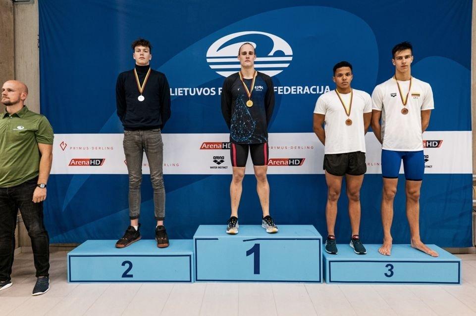 R. Sargūno sporto gimnazijos plaukikai puikiai pasirodė sostinėje vykusiose varžybose