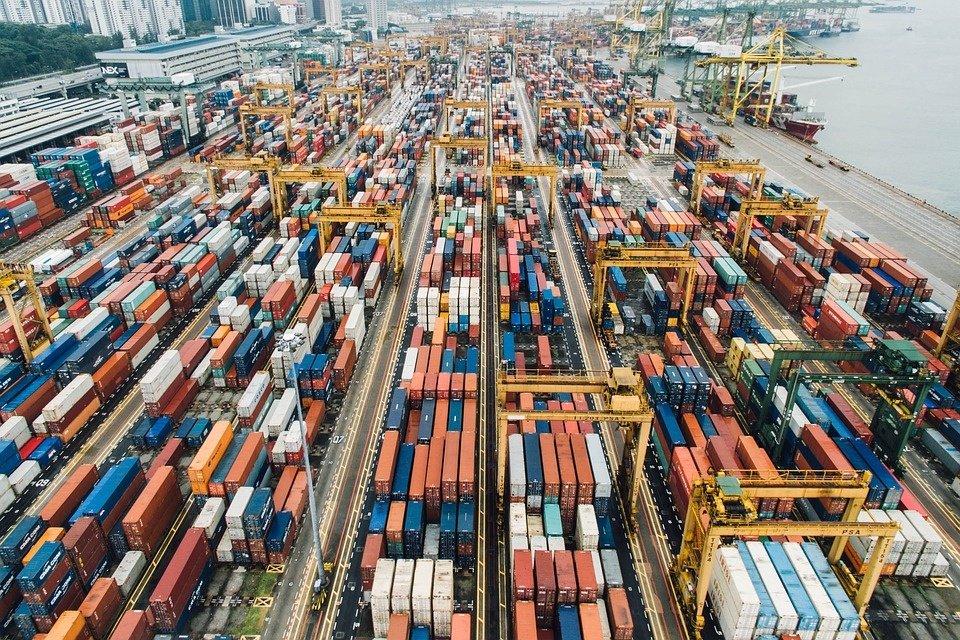 Per metus eksportuotų prekių kainos sumažėjo 3,7 proc., importuotų – 5,4 proc.